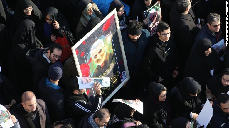 Погребот на Сулејмани одложен, 40 загинати во стампедо (ВОЗНЕМИРУВАЧКО ВИДЕО)