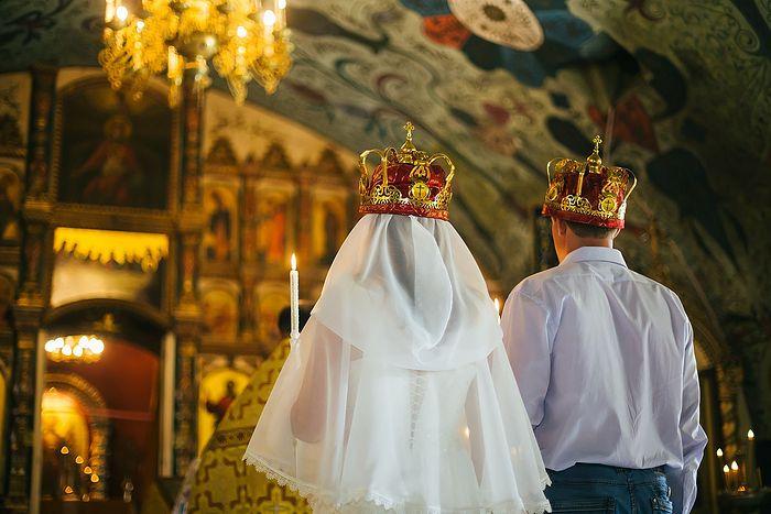 Чини или не да се крштева или венчава во престапна година?
