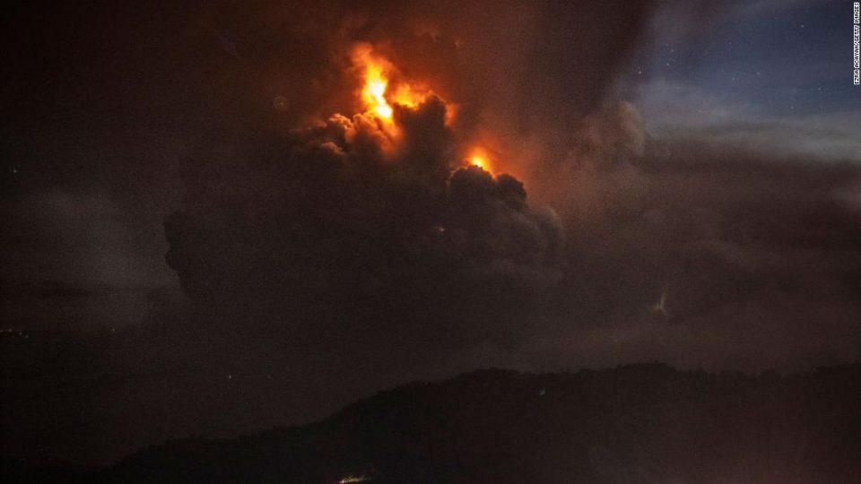 Наредена евакуација на речиси половина милион луѓе поради ерупција на вулканот Тал