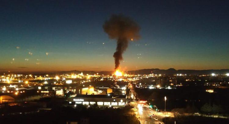 Силна експлозија и пожар во фабрика во Тарагона