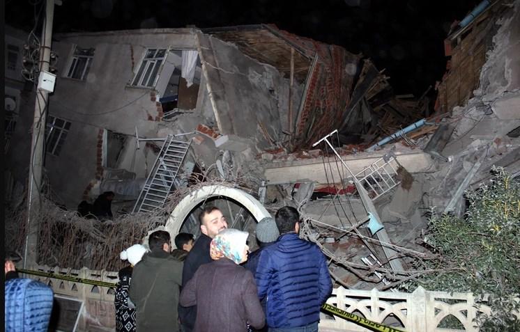 Страшна глетка по разорниот земјотрес во Турција, во тек е потрага по повредени лица