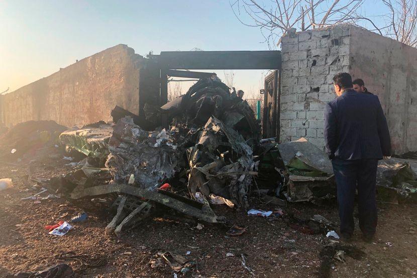 Вознемирувачки снимки од падот на боингот во Техеран – загинаа 176 лица