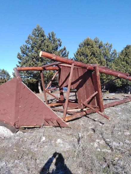 Демолиран и уништен видиковец на врвот на Водно
