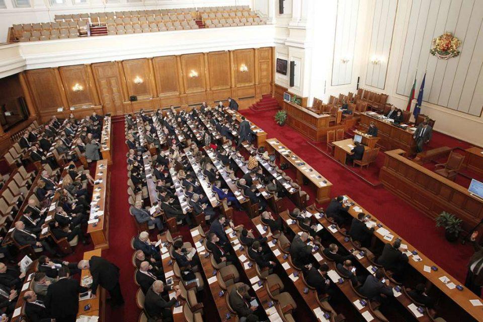 Бугарската Влада го преживеа гласањето за недоверба