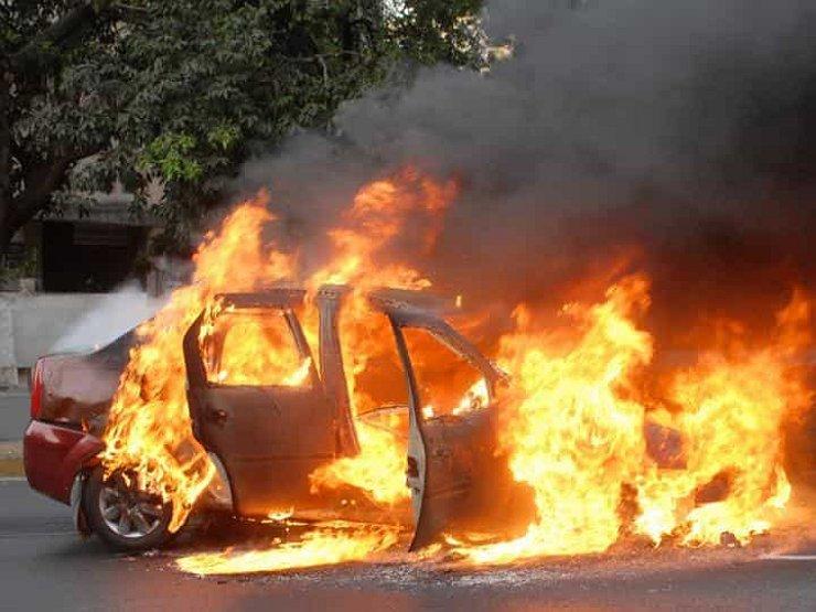 После денешната аудиобомба дали станува јасно кој стои зад сериското палење возила низ Македонија?