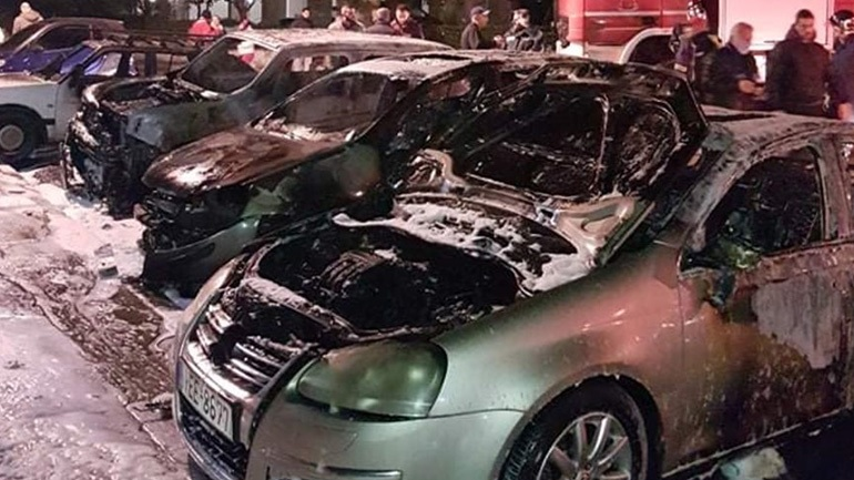 Aтина гори: Трета ноќ по ред се палат возила, синоќа опожарени 18