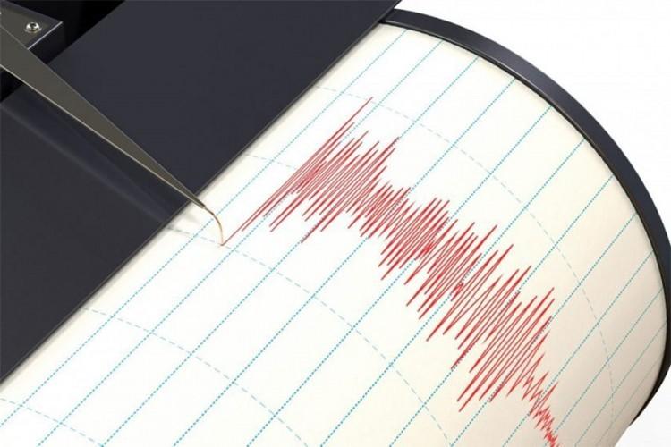 Силен земјотрес на границата меѓу Турција и Иран, најмалку седум жртви