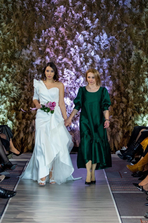 Стилски различни свадбени фустани на осмата Модна ноќ на невестите во Скопје