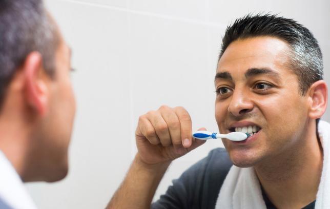 Едвај секој трет Бугарин си ги мие забите