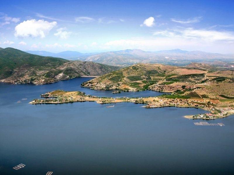 Бонбона бизнисот со продажба на Тиквешко езеро ќе донесе милиони на блиски луѓе на Заев чија влада е во заминување