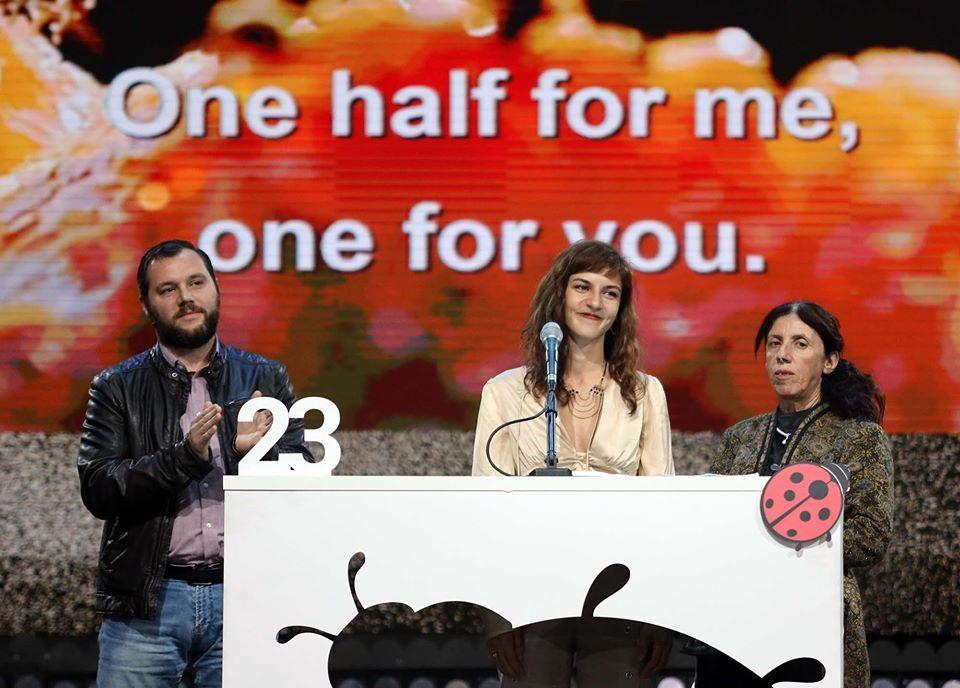 Тамара Котевска: Светот се измори од лажни херои и затоа вечерва овие луѓе се на сцена