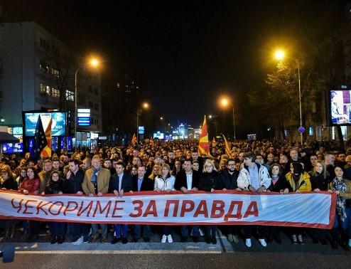 """""""Нова24ТВ"""" за корупцијата: Заев протестира против себе, а државни пари завршуваат во луѓе блиски до владата"""