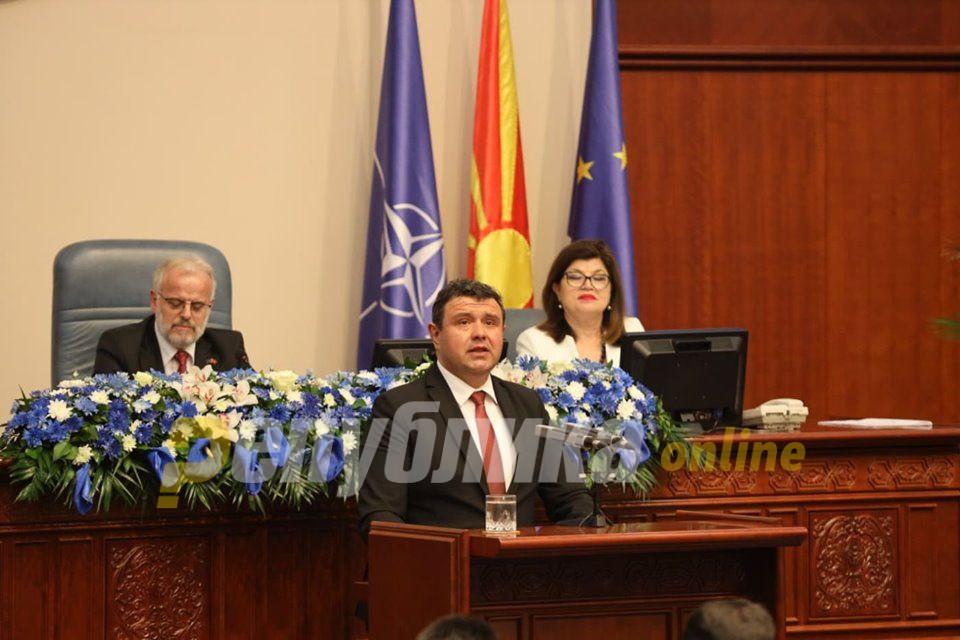 Мицевски: Цел ден чекаме за да свикате седница во 22 часот за закон за спас на Заев