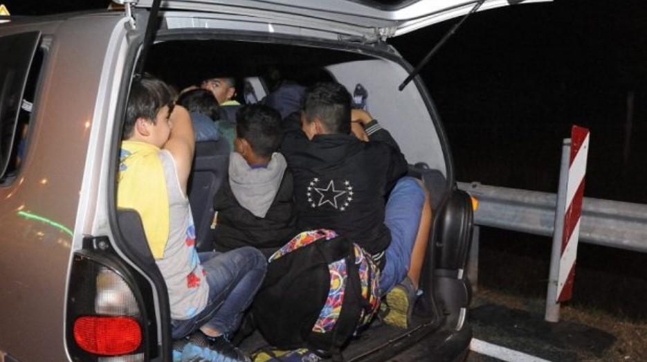 Скопјанец превезувал 43 мигранти