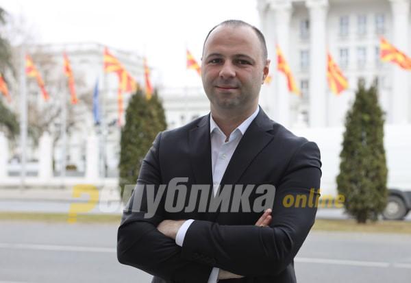 Додека соседните земји се вакцинираат, Македонија чека милостина, толку од способноста на Филипче, Заев и Владата
