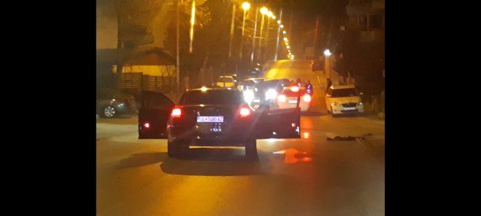 Жителите на населба Железара протестираат бидејќи главната улица им е претворена во рели