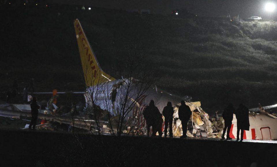Нов биланс на авионската несреќа: Авионот се срушил во поле и се распаднал на три делови