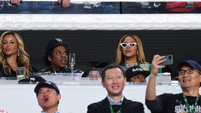 Изненади многумина: Џеј Зи се оправда за седењето за време на химната