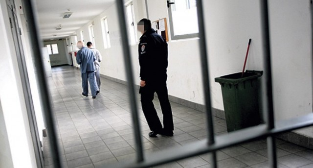 Албанските затвореници го запалија ќелиите во затворот во Куманово
