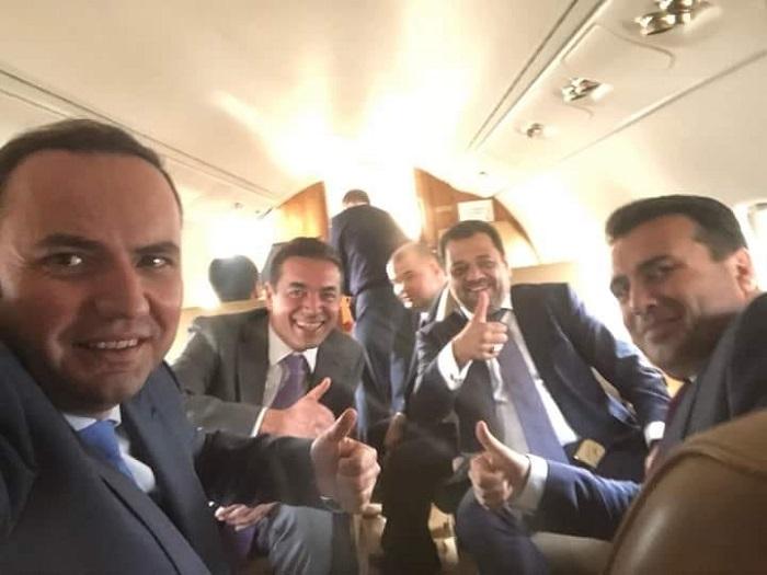 """Димитров го потсетија на селфито во авион кога Македонија """"доби"""" датум за преговори"""