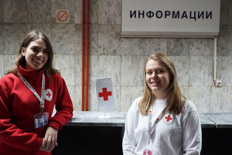 Волонтерите од Црвен крст за пет месеци им помогнале на 25 илјади лица полесно да се снајдат на Клиника во Скопје