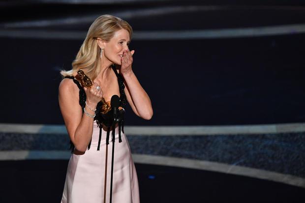Оскарот за најдобра актерка во споредна улога е за Лора Дерн