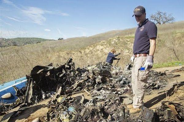 Снимка од урнатиот хелихоптер на Коби Брајант како гори
