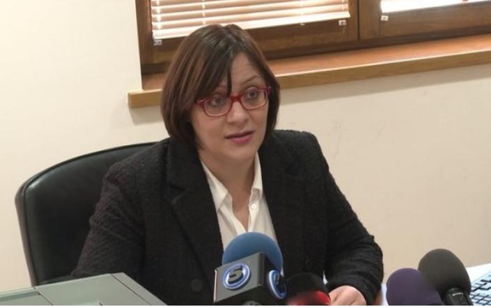 Димитриеска-Кочоска јавно побара да и се одговори колку ја чинат државата новите согласности за вработувања