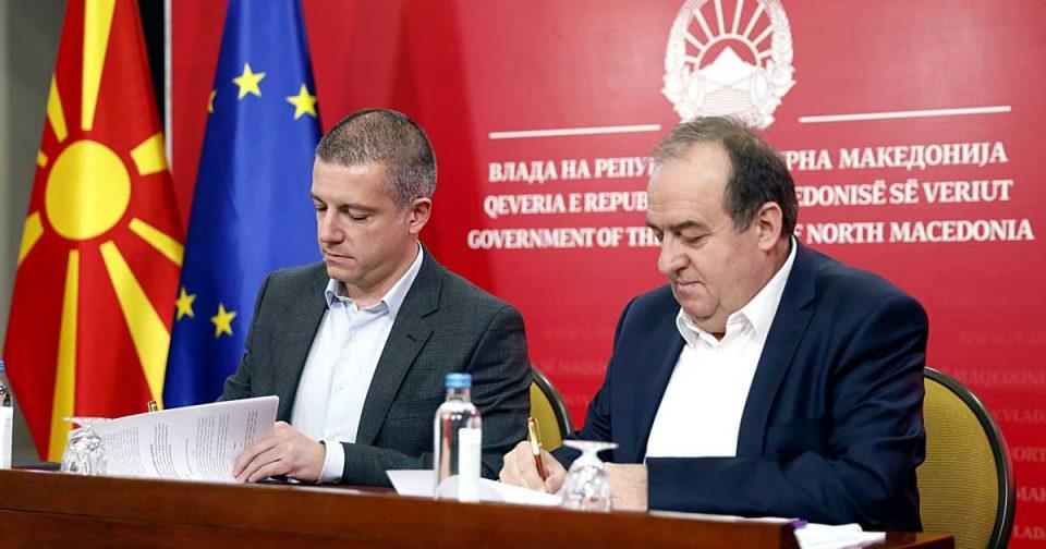 Манчевски тврди дека не е предизборен маркетинг: 17.700 административци ќе добијат К-15, потпишан Колективниот договор