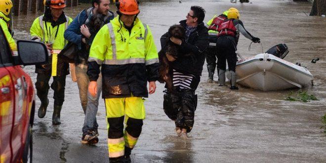 Поплави во Нов Зеланд, стотици луѓе евакуирани