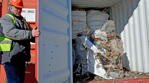 Бугарија ѝ враќа на Италија 28 контејнери со отпад