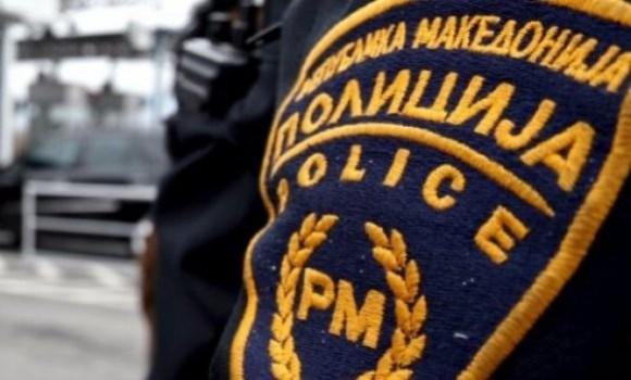Скопјанец со нож нападнал полицајци