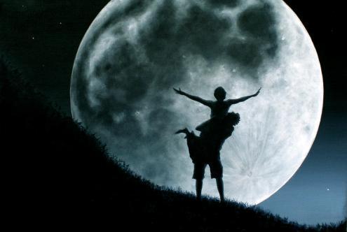 Мистериозна и возбудлива: Полната Месечина утре носи радост за три хороскопски знаци