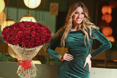 Измамен познат бизнисмен: Платил 2500 евра за да биде со Рада Манојловиќ и уште 1000 за ружи