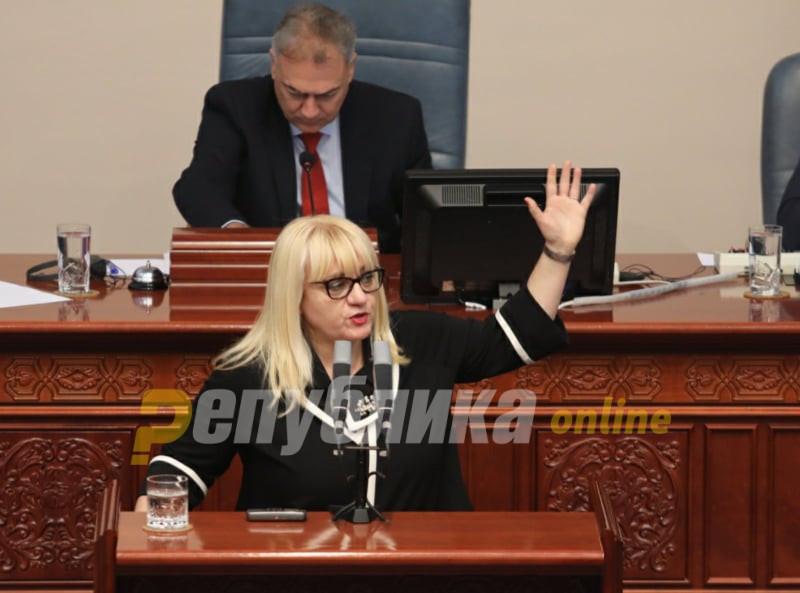 """Десковска: Ни Уставот, ни """"Преспанскиот"""" не забрануваат """"Македонија"""""""