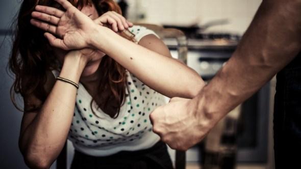 Вонбрачниот партнер ја удирал и влечел за коса, завршила и во болница: Жртва на семејно насилство едвај излегла од пеколот