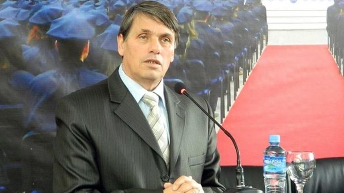 Министерството за култура ќе ја финансира книгата на контраверзниот Веби Џемаили, за кого дел од Македонија е Источна Албанија