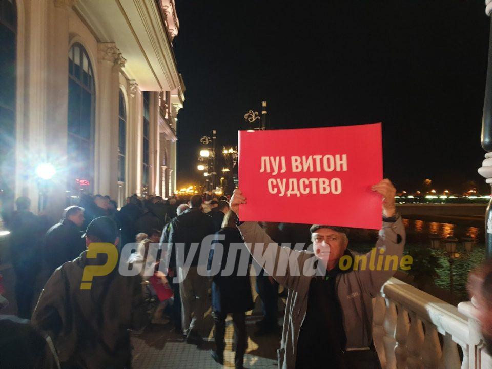 Прво ветинг во политиката, а потоа во судството: Мицкоски открива, судии коленичеле пред кабинетот на премиерот