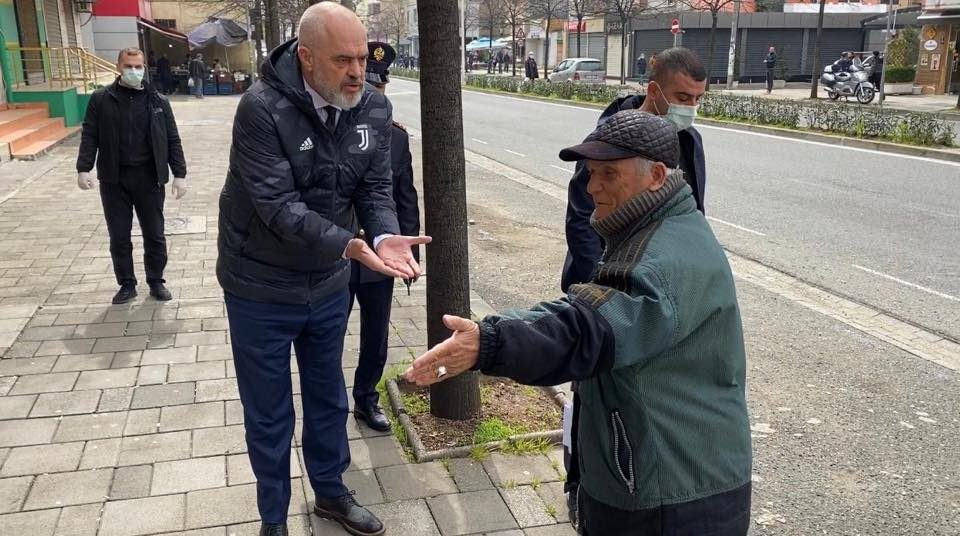 Рама излезе на улица: Лично ги опоменуваше пензионерите да седат дома