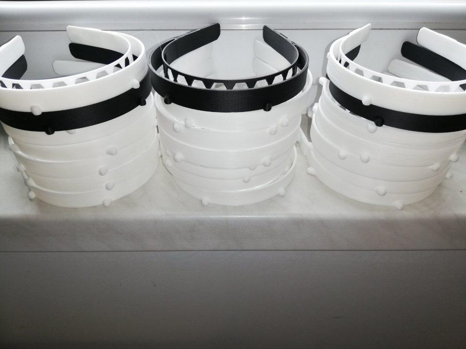 По иницијатива на дизајн сцената се изработуваат заштитни маски со визири за медицинските работници