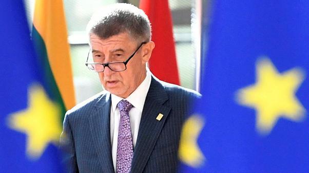 Чешкиот премиер Андреј Бабиш ја повика Владата во Рим да им забрани на Италијанците да патуваат во Европа