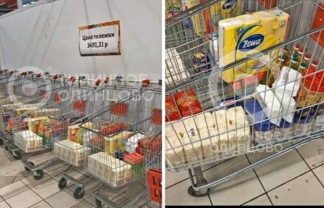 Во Русија нема грабање во самопослуга: Чекаат подготвени колички со основните продукти