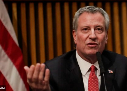 Градоначалникот на Њујорк моли за помош: Ако до недела не испратите ќе почнеме да губиме животи