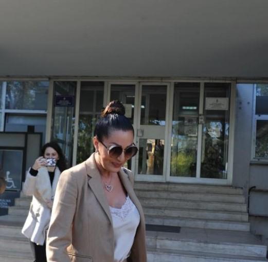 Цеца на суд: Комшијата ја тужи бидејќи му го зела паркингот пред куќата