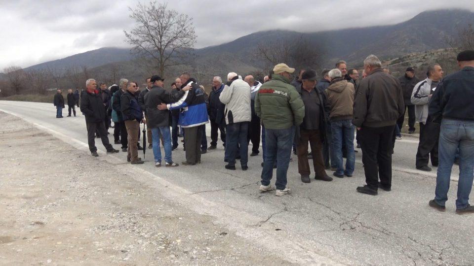 """Работниците од """"Еурокомпозит"""" повторно на протест, овојпат го блокираа патот Прилеп-Плетвар"""