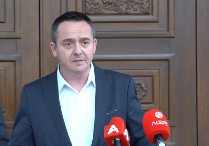 Николов: Владата делеше бесплатни лубриканти, сега може да дели и бесплатни маски за граѓаните