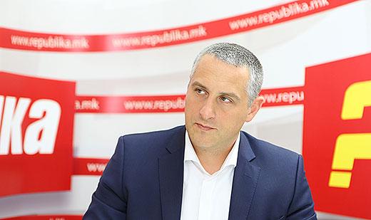 Кога Никола Тодоров ги поддржува и промовира владините тези за брзи избори е добар затоа што тоа и одговара на владејачката партија