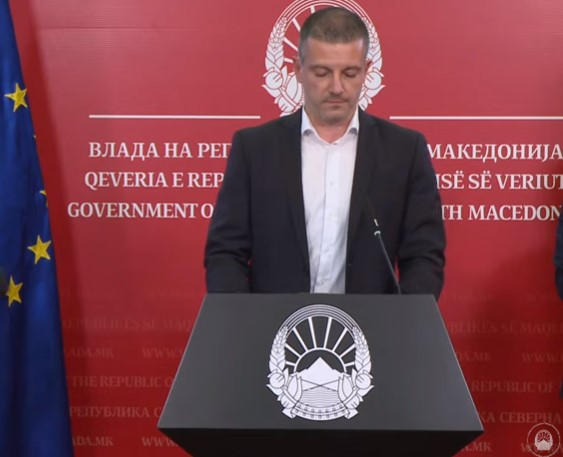 Среде корона криза Манчевски ја пребројува администрацијата, тврди дека таа се намалува