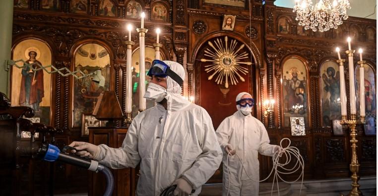 Црквите во Грција од денеска отворени за литургии за верниците