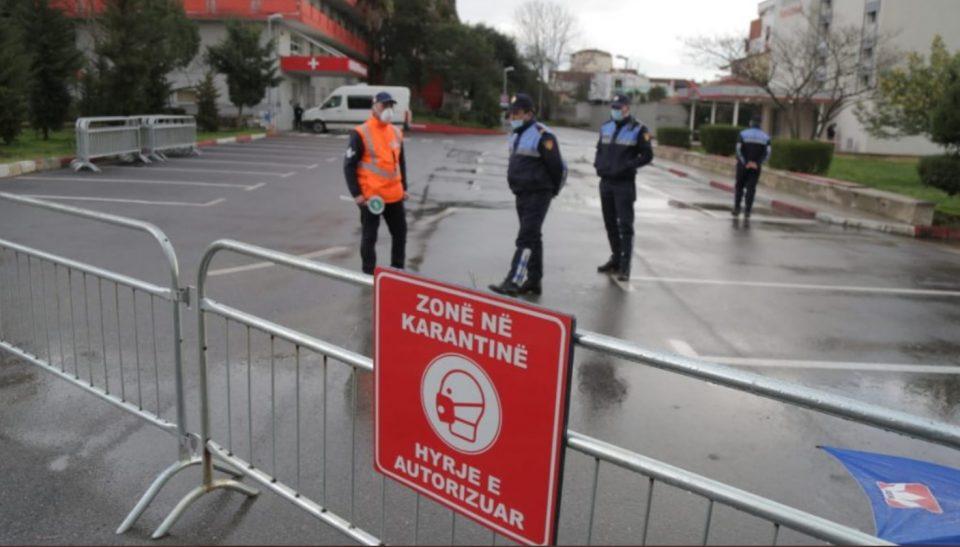 Се враќа полицискиот час и се затвораат училиштата, кафеаните и трговските центри: Косово ги заострува мерките